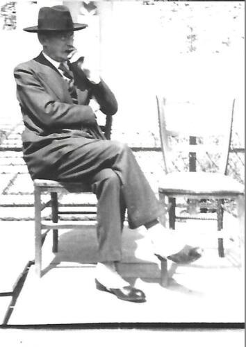 Léon Blum devant le monument