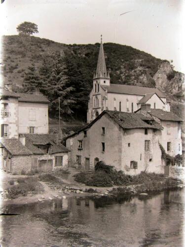 Église et Montagne de Clovis