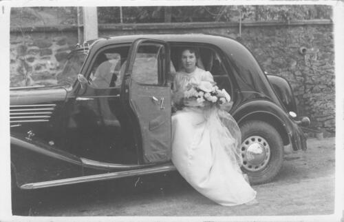 Noce - Mariée dans auto