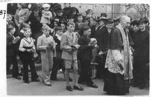 Communiants en procession