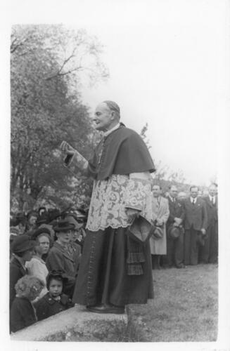 Mgr Rastouil évêque de Limoges à Saint-Léonard