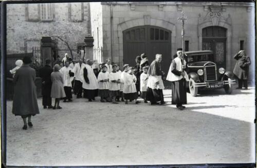 Bedeau - Prêtre et enfants de chœur