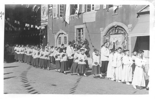 Ostensions - Enfants de chœur en procession