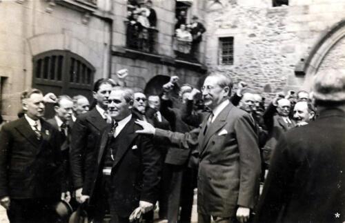 Léon Blum devant la maison des Consuls