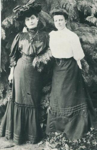 Marie-Louise Colas et Marie P. (1902)