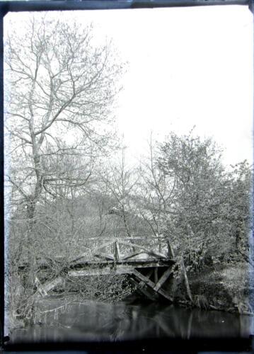 Pont en bois sur le Tard