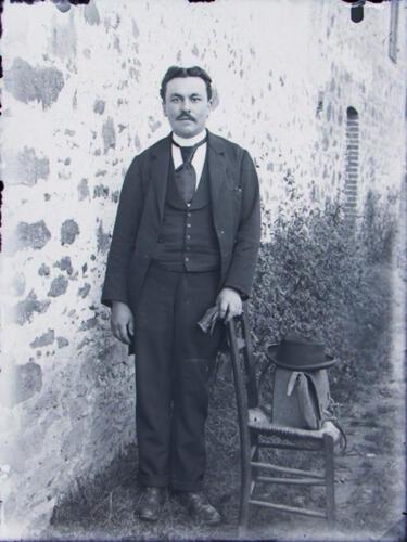 Homme à la chaise - Sacoche de photographe