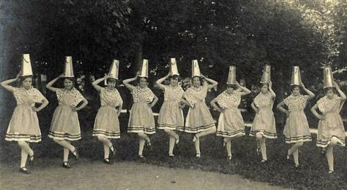 Fête - Danse Folklorique par 10 filles