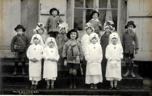 Fêtes de l'école - Chasseurs et infirmières