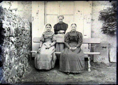 Les dames de compagnie en coiffes