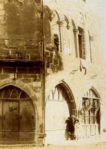 Maison du XIIIe siècle - Angle rue Gay-Lussac et pl. de la République