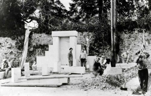 Construction du monument Pressemane