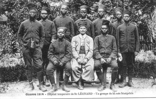 Un groupe de blessés Sénégalais