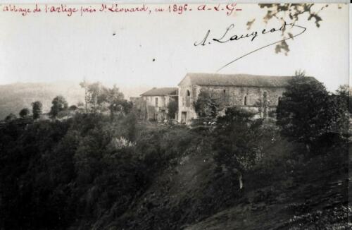 Vue arrière de l'abbaye de l'Artige